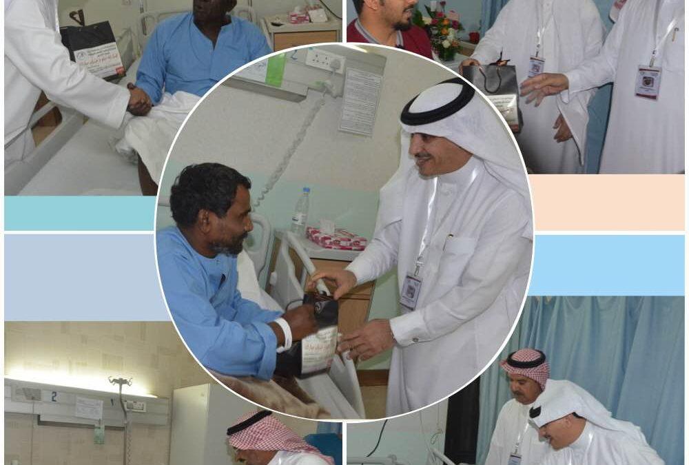محافظ عنيزة وأصدقاء المرضى عايدوا المنومين بمستشفى الملك سعود